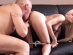 Blonde cutie wants to have hot sex with experience old man