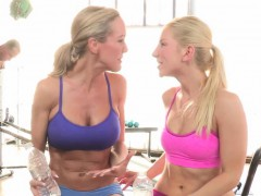 CFNM emdom milf Brandi Love in foursome