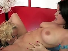 Hot brunette with nice tits gets her pussy eaten out on the massage table