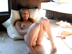Vibrator on pink clit of amateur long haired blonde Luna makes her cum