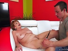 Short-haired mature babe gives her man a stunning rimjob