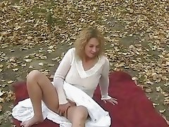 See my girlfriend fingering in public park