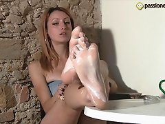 Hot chick rubs tasty yogurt all over her mouth watering feet