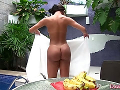 Big assed tranny Erica Lee shoves a banana up her hungry butthole