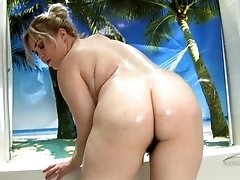 chunky babe washes her hairy love tube